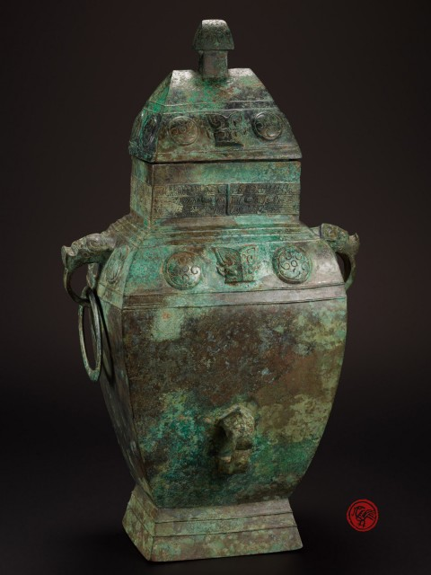 A RARE RITUAL BRONZE WINE VESSEL, FANGLEI, WITH COVER AND INSCRIPTION