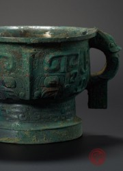 ARCHAIC BRONZE VESSEL, GUI, WITH ANIMAL MASK AND ELONGATED DRAGON PATTERN