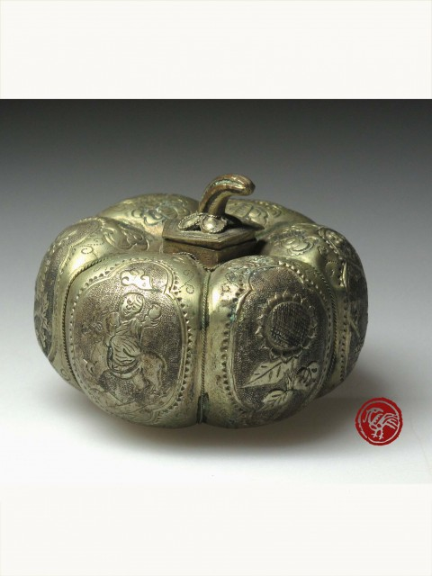 SILVER BOX IN PUMPKIN DESIGN WITH INCISED FLORAL & LANDSCAPE PATTERN