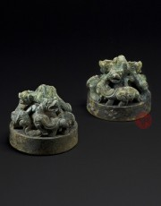A PAIR OF BRONZE WEIGHTS IN OPENWORK CHIMERAS DESIGN